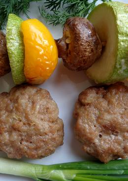 Котлеты в духовке с шашлычками из овощей и шампиньонов