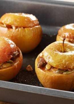 Яблоки, фаршированные мясом с чесночной заправкой