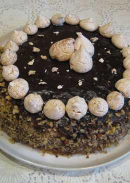 Шоколадный торт с орехами и черносливом