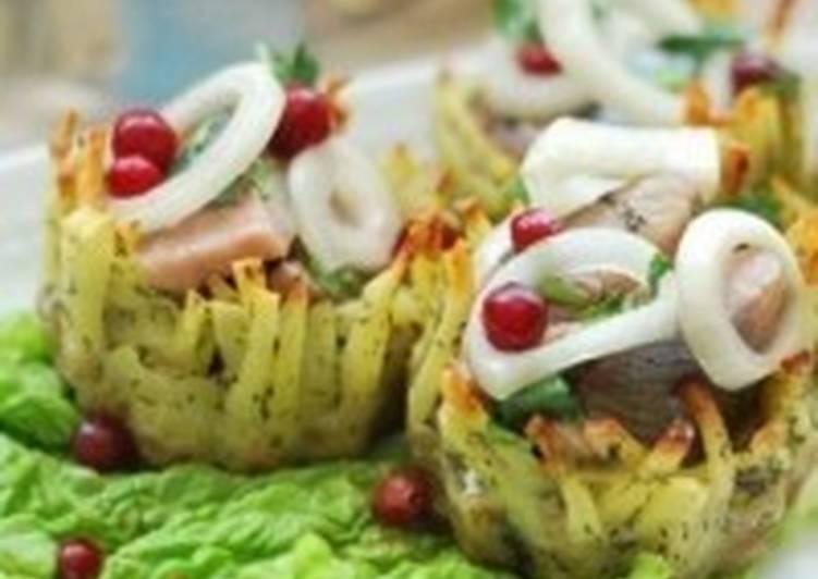 Закуска «Корзиночки из картофеля с сельдью»