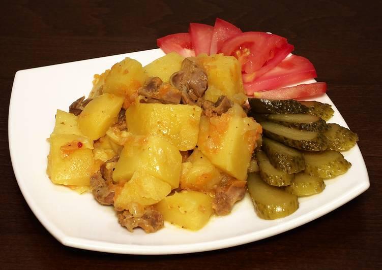 Вкусная тушеная картошка с куриными желудками в мультиварке