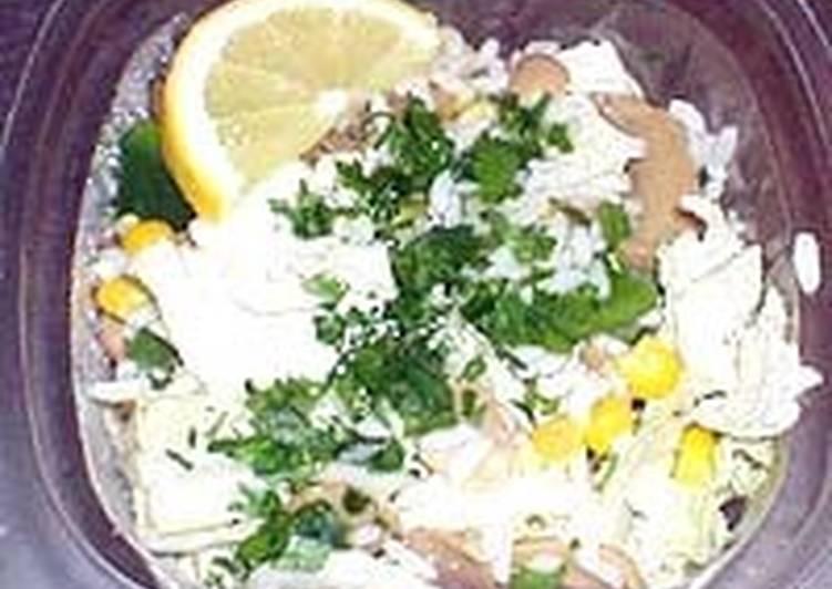 Салат грибной с квашеной капустой и огурцами