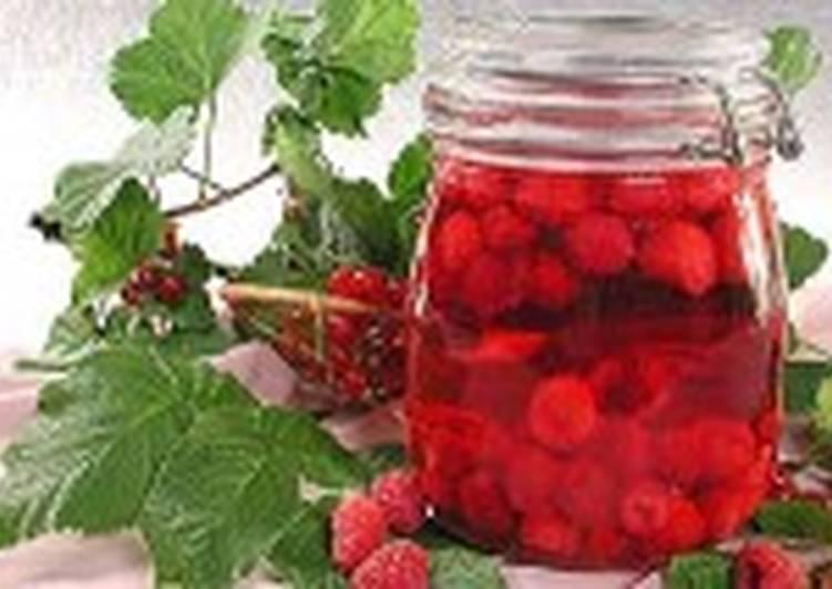 Малиновый компот с соком красной смородины
