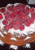 Пирог с малиной и вишнями