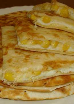 Лепешки (тортильи) с омлетом и кукурузой