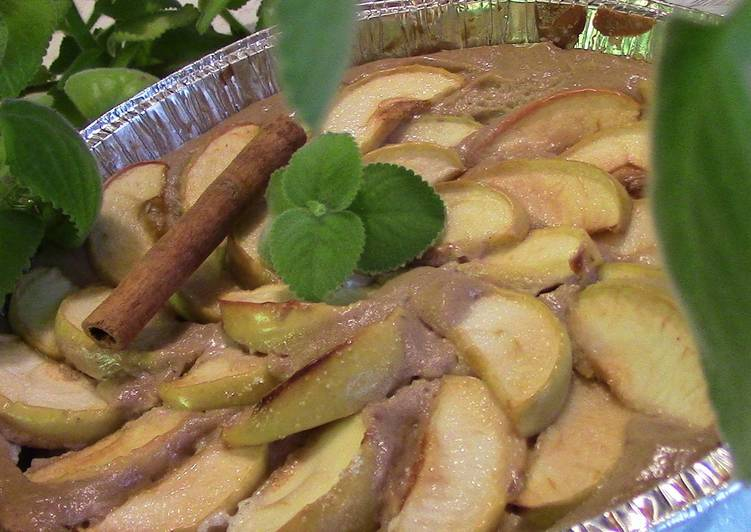 Яблочный десерт с медом и сливочным сыром