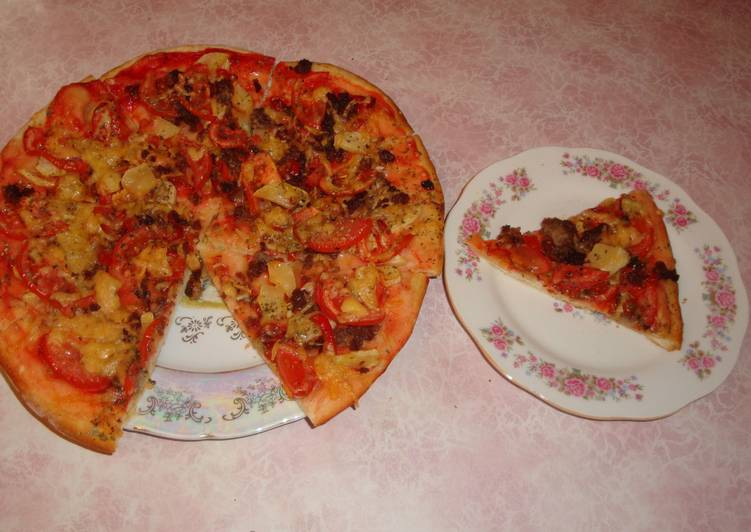Пицца с фаршем и овощами