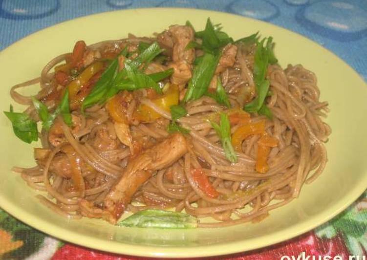 Китайская лапша со свининой и овощами