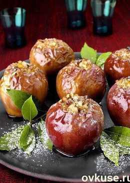 Запеченные в мультиварке яблоки с орехами и ванилью