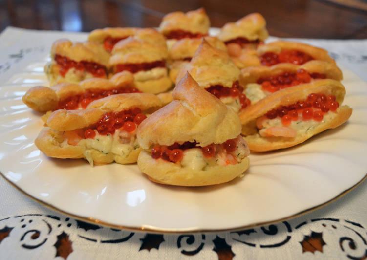 Эклеры с мягким сыром, креветками и красной икрой