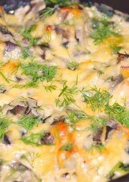Горбуша, запеченная в сметанно - грибном соусе