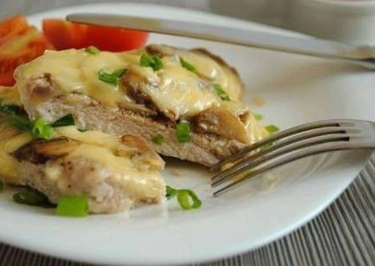 Свиные отбивные в духовке с горчицей и сыром