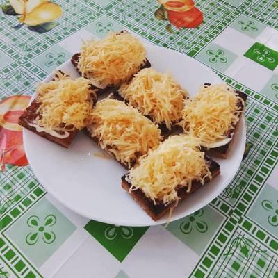 Закусочные бутербродики-гренки с чесноком и сыром
