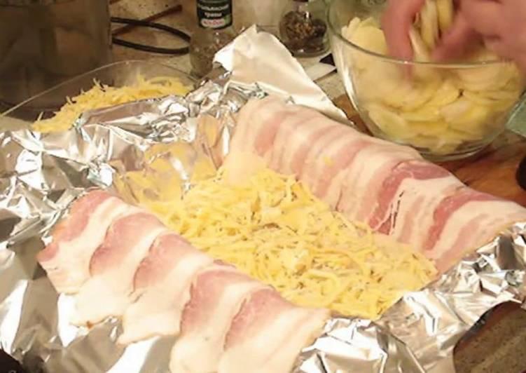 Картофель с сыром запеченный в беконе. Картофельный мильфей