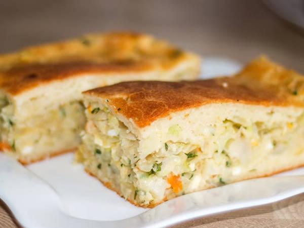 Простой и вкусный заливной пирог с капустой