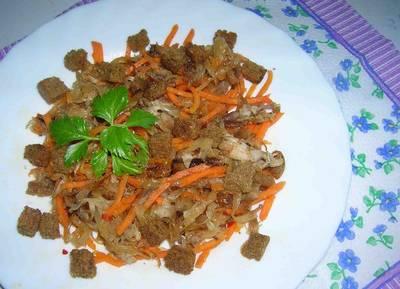 Салат из куриного мяса, квашеной капусты и корейской моркови