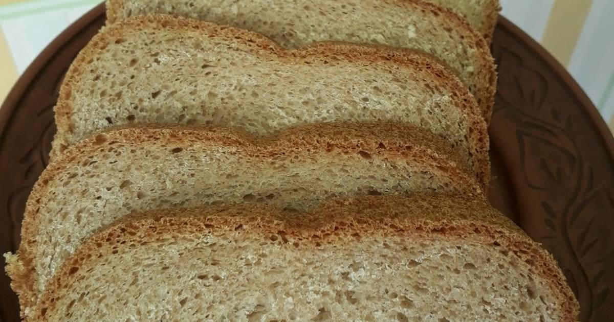 Заложить все ингредиенты в хлебопечку в той последовательности, которая описана в инструкции к вашей хлебопечке.