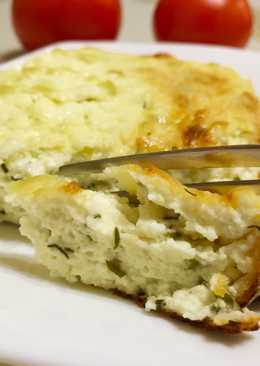 Закусочная творожная запеканка с зеленью и чесноком