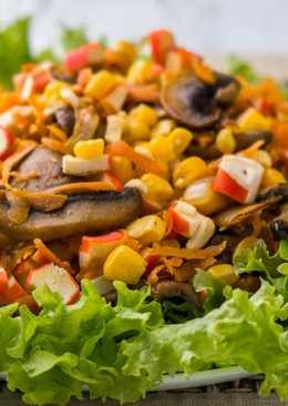 Новогодний салат с крабовыми палочками и грибами без майонеза