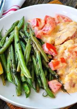 Запеченная рыба с помидорами, сметаной и майонезом + стручковая фасоль на гарнир (2 $)