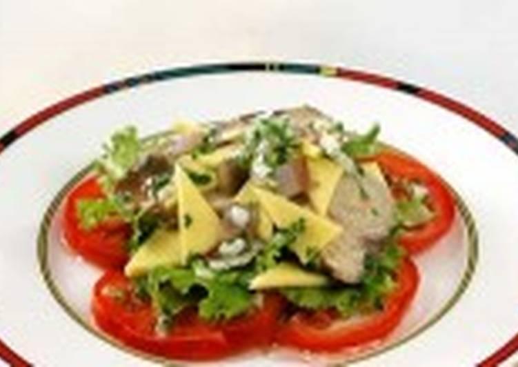 Салат из макрели с анчоусами и сыром