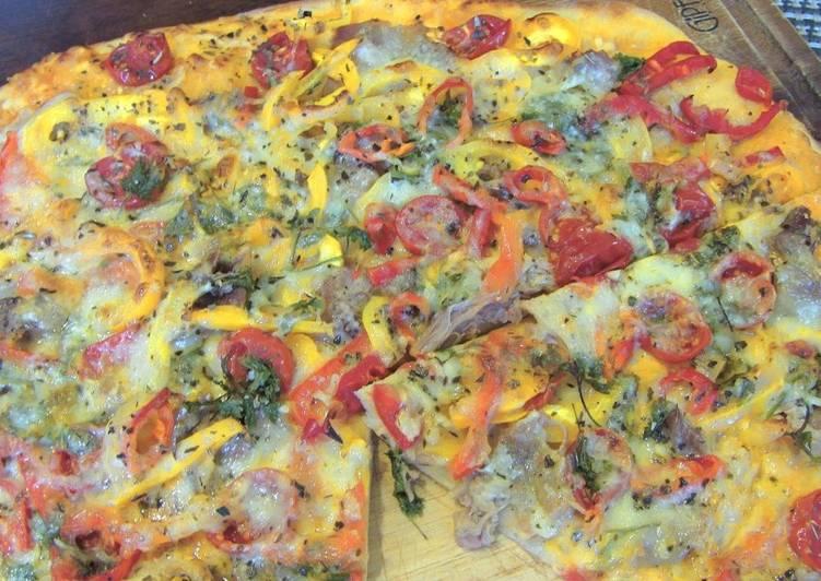 Домашняя пицца с мясом и брынзой