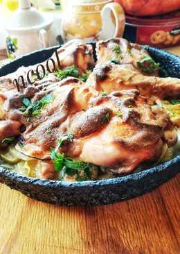 Курица, запеченная с картофелем и кабачками