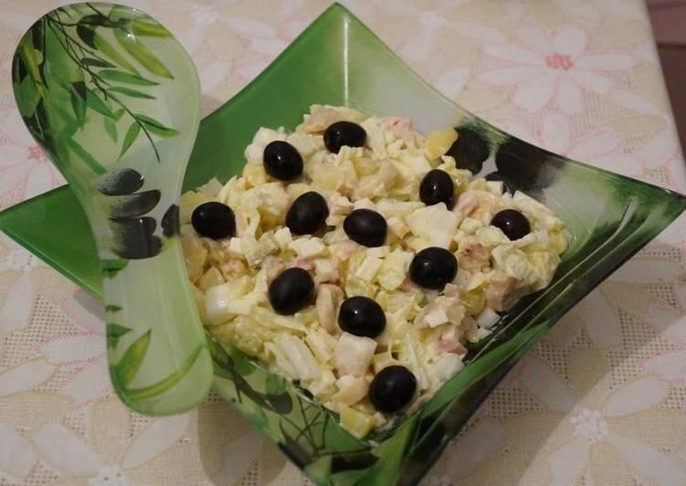 """Простой салат """"Маслиновая роща"""" с грибами, сыром, курицей и пекинской капустой"""