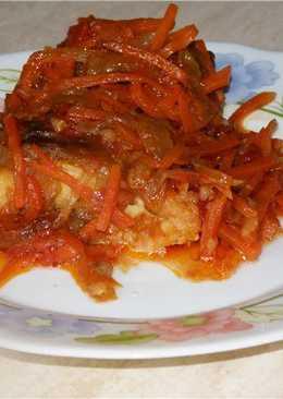 Рыба тушенная под овощами