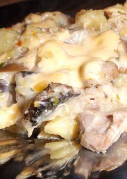 Грибы с картофелем и курицей, в сметанно сырном соусе