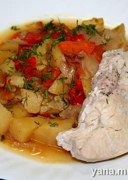 Картофель с овощами и шницель из индейки в скороварке