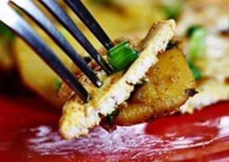 Куриный стейк с картофелем и зеленым луком