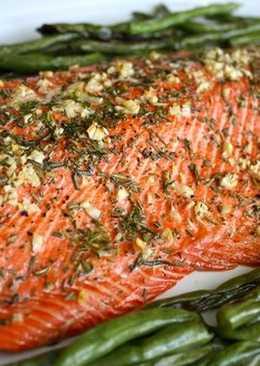 """Филе """"Новогоднего"""" лосося с чесноком и зеленью в духовке"""