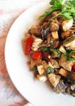 Сочный салат-закуска из баклажонов, курицы и помидоров
