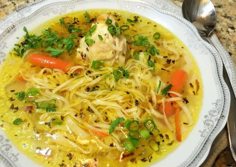 Как сварить суп с курицей и лапшой