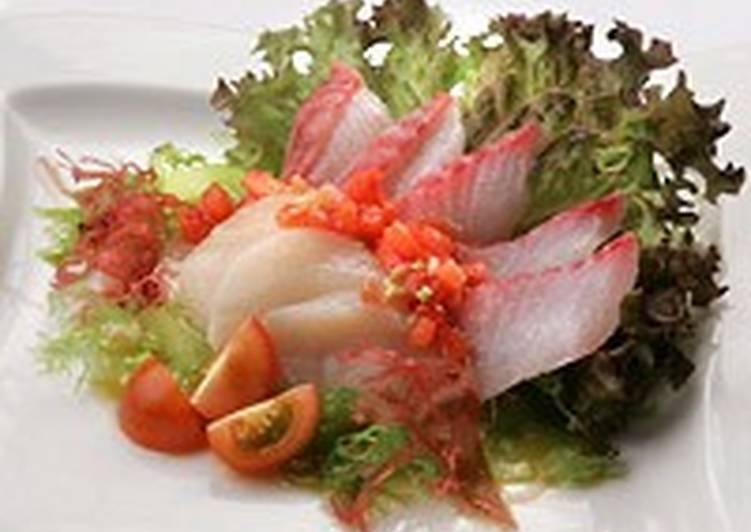 Салат из окуня и морского гребешка