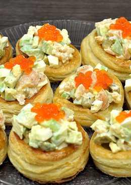 Праздничный салат в слоеных тарталетках