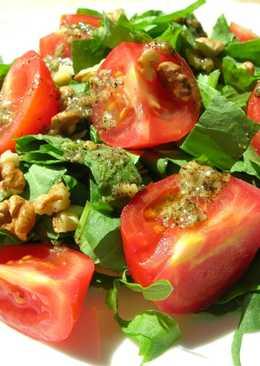 Яркий летний салат с легкой кислинкой и оригинальной заправкой