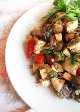 Сочный салат-закуска из баклажанов,курицы и помидоров