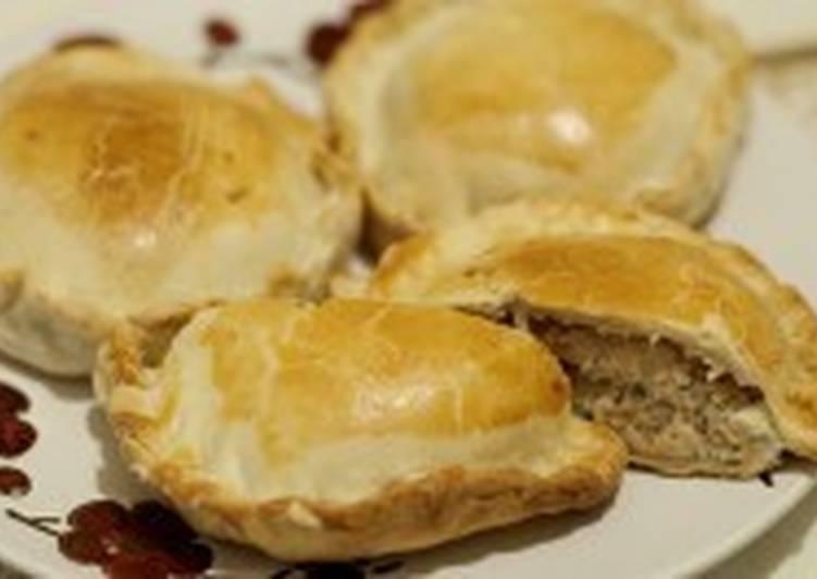 Пироги по-скандинавски с лососем и картофелем
