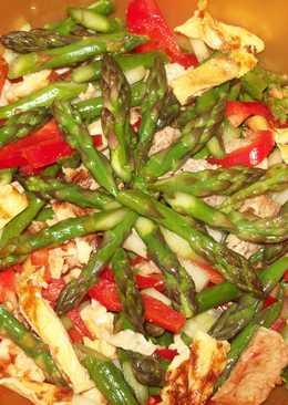 Салат из индюшки и спаржи