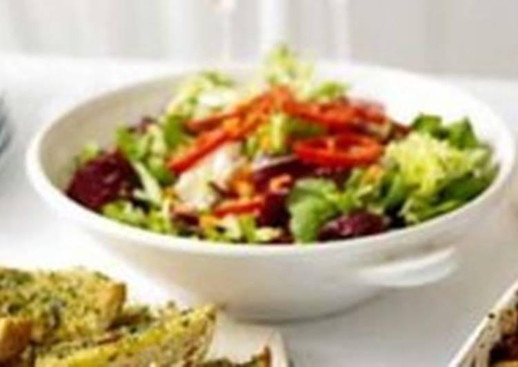 Зеленый салат по-итальянски с пармезаном