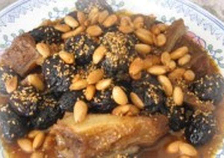 Мясо, тушеное с мёдом и черносливом
