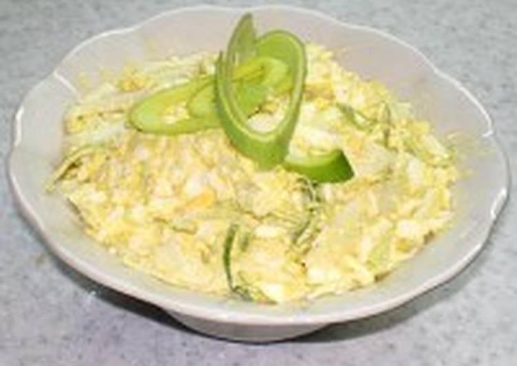 Салат с кальмарами, яйцами, сыром и чесноком