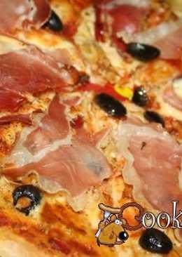 Очень вкусная пицца с хамоном и артишоками в итальянском стиле