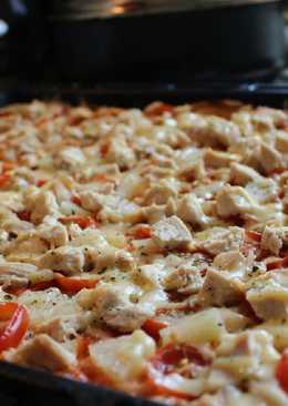 Гавайская пицца с курицей и ананасами