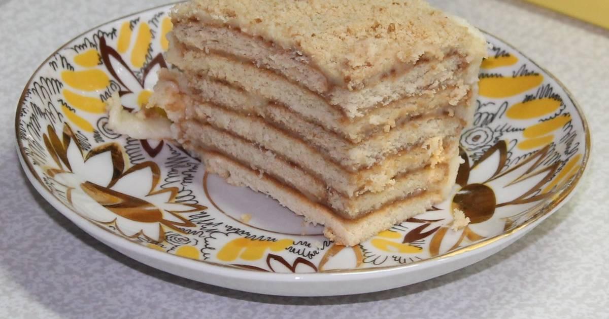 Потрясающий торт с заварным кремом в шоколадной глазури.