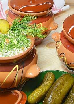 Картофель с курицей в духовке в глиняных горшочках
