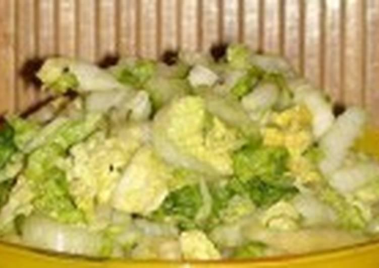 Салат постный с капустой, огурцами и соевым соусом