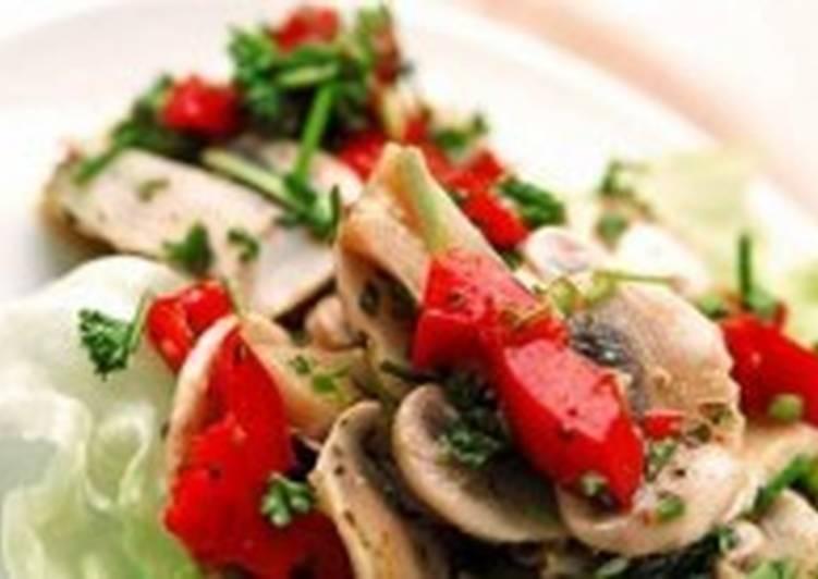 Легкий салат со сладким перцем и грибами
